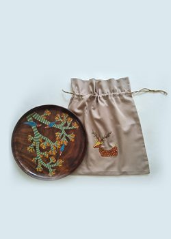 DIsplay-rosewood-plates-with-handpainted-bag